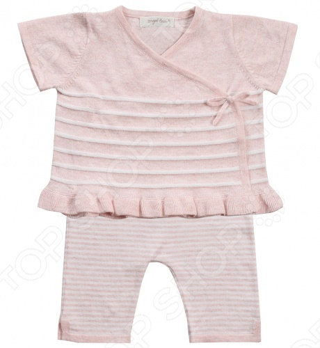 Angel Dear, создает классическую одежду для новорожденных и детей младшего возраста от 0 до 4 лет . При создании учитываются самые современные тенденции в мире моды, и особое внимание уделяется деталям. Каждая коллекция имеет свой неповторимый стиль, который дополняется различными милыми аксессуарами, чтобы сохранить ощущения столь сладостного периода детства. Комфорт ребенка - основополагающий принцип в создании коллекций каждого сезона. Линии одежды Angel Dear вы можете увидеть в лучших бутиках и магазинах по всей территории США. Кардиган с капри Angel Dear Classics. Очаровательный комплект в полоску из 100 хлопковой пряжи , состоящий из кардигана и леггинсов. Кардиган с короткими рукавами и V-образным вырезом горловины, спереди по длине застежка на кнопки, низ украшен рюшей. Леггинсы с облегающей формой брючин выполнены на эластичной резинке, по бокам разрезы. Прекрасный вариант для повседневной носки. Состав: 100 облегченный вязаный хлопок.