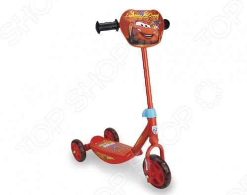 Самокат 3-х колесный Smoby Тачки станет отличным транспортным средством, для вашего малыша. Ребенку будет очень удобно, весело и безопасно передвигаться на таком ярком, с регулируемой высотой ручки, оснащенном антискользящей платформой, прочной металлической рамой и персонажами любимых диснеевских мультиков на корпусе самокате. Благодаря широко расставленным задним колесам ребенку будет легко держать устойчивость, одновременно с этим разрабатывая равновесие и свой вестибулярный аппарат. Вас и всех окружающих, несомненно, порадуют радостные, счастливые возгласы малыша, с восторгом едущего вам на встречу.