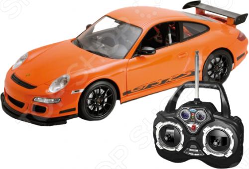 Модель машины на радиоуправлении 1:24 Welly Porsche 911 GT3 Cup представляет собой модель, являющуюся точной копией настоящего автомобиля. Большая достоверность и похожесть настоящего транспортного средства обеспечивается наличием всех деталей, которые есть в реальной жизни: зеркалами заднего вида, выхлопной трубой, фарами. Она будет прекрасным подарком для вашего малыша, так как это не только игрушка, но и полезная вещь, во время игры с которой у ребенка развивается мелкая моторика рук, воображение и фантазия.