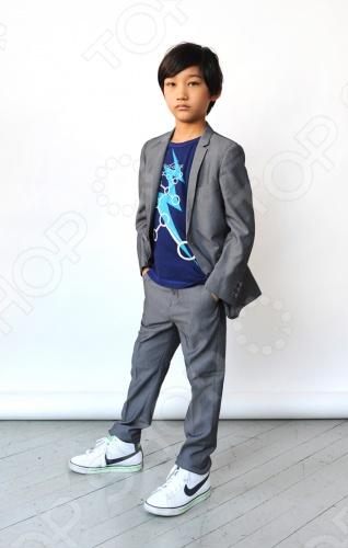 Appaman - основан в 2003 году дизайнером Харальдом Хузуме. Appaman имеет уникальный взгляд на скандинавский стиль AMERIPOP. Хузум находит вдохновение на улицах Бруклина и переводит его в свою постоянно меняющуюся палитру ярких одежд. Appaman, воплощая свои яркие творческие проекты, не забывает об удобстве и качестве для маленьких и главных людей. Вы считаете, что детская одежда должна быть не только удобной, но также стильной и индивидуальной Тогда бренд Appaman USA для Вас! Костюм детский Appaman Mod Suit - классический костюм для мальчика состоит из пиджака и брюк. Брюки впереди застегиваются на молнию и пуговицу, сзади два внутренний кармана, который застегивается на пуговицу, по бокам два внутренних кармана. Пиджак однобортный, впереди застегивается на две пуговицы, по бокам клапаны с ложными кармашками, на груди врезной карман. Внутри два маленьких кармашка. Подкладка с фирменным логотипом. Костюм отличного качества, выполнен как настоящий классический мужской костюм. Состав: 65 полиэстер, 35 вискоза, подкладка - 100 полиэстер.