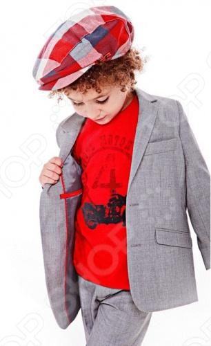 Костюм классический Fore!! Axel and HudsonКостюмы. Комплекты<br>Fore!! Axel and Hudson одежда, которую создает дизайнер и поклонник гольфа Пол Нгуйен Paul Nguyen уже более 14 лет, 8 из которых он проектирует детскую одежду для таких брендов, как Lucky Brand, Babystyle и Baby Nay. Любовь к игре в гольф и рождение его малышей вдохновила на создание собственной линии одежды для маленьких модников. При создании коллекции Paul Nguyen опирался на историю гольфа и собственный вкус, вводя новшества и создавая модный, современный стиль. Стильная, крутая, вдохновленная игрой в гольф коллекция одежды для мальчиков в возрастной категории от 3 месяцев до 12 лет, будет достойным дополнением гардероба вашего ребенка. Выбранный стиль, загородного клуба , соответствует стилю Калифорнии и именно там расположен центральный офис и дизайн студия компании Fore!! Axel and Hudson. Костюм классический Fore!! Axel and Hudson отличный костюм, состоящий из прямых брюк и пиджака. Пиджак с элегантным отложным воротником и застежкой на пуговицы. Брюки дополнены удобными прорезными карманами. Великолепный вариант для праздничных мероприятий и школы.<br>