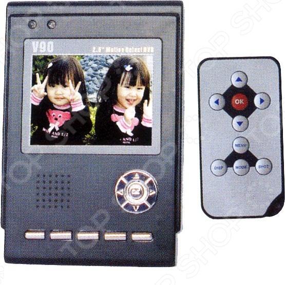 Видеорекордер V-90 - персональная цифровая модель, оснащена встроенным TFT-дисплеем. Предназначена для записи ситуации на дороге, для дальнейшего анализа в случаях аварийных ситуаций, а так же для демонстрации пути следования автомобиля. Так же устройство можно использовать в помещении, для контроля сотрудников или посетителей в офисе или для контроля обслуживающего персонала в доме квартире. Основные характеристики:  видеорегистратор с камерой и 2,5 39; дисплеем 720х240;  угол обзора: 120 ; 1 канал записи;  скорость записи: 10к сек.;  запись: фото JPG : 640х480, видео AVI : 320x240;  режим записи: по циклу или до заполнения при подаче питания. Функции:  детектор движения на 1 канал ;  запись времени и даты, выходы: 2 CCD CMOS-камеры 1 видеовыход ;  память: 2 Гб SD карта запись ведется на съемную карту . Питание: от адаптера или от встроенного литиевого аккумулятора.