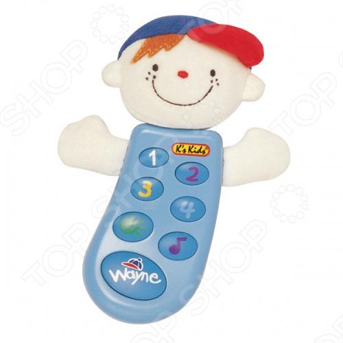 Музыкальный телефон K 39;S Kids Уэйн создан для самых маленьких детей. С помощью этой веселой игрушки ребенок может почувствовать себя обладателем собственного мобильного телефона, как у взрослых. Телефон украшен забавным личиком ребенка. На аппарате расположено семь кнопок. При нажатии на кнопки 1, 2, 3, 4, телефон издает различные звуки. Если ребенок нажмет на кнопку с изображением солнышка, телефон ответит Hello или Buy-buy . А при нажатии на большую кнопку Bobby малыш услышит голос мамы, записанный заранее.