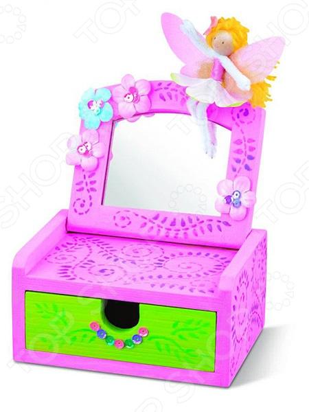 Шкатулка с зеркальцем 4MШкатулки<br>Шкатулка с зеркальцем 4M представляет собой сочетание красоты, оригинального дизайна и функциональности. Подарив такой подарок девочке вы позволите ей научиться аккуратности, а также воспитаете в ней чувство прекрасного. Внутрь можно класть разнообразные украшения: кольца, серьги, резиночки, брошки и прочие мелочи, без которых не может обойтись ни одна маленькая модница. Оригинальная форма и яркие краски сделают шкатулку украшением стола даже в закрытом виде. Веселые изображения на стенках изделия вызовут улыбку на лице маленькой девочки. Данная модель станет замечательным подарком для вашего ребенка и подарит ему возможность воплотить свои творческие способности и задумки в жизнь. У девочки будет развиваться воображение, фантазия, чувство пропорции и мелкая моторика рук. Кроме того, созданная собственными руками шкатулка, станет ярким и выделяющимся украшением в детской.<br>