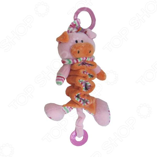 Музыкальная подвеска Coool Toys «Хрюша»Погремушки. Подвески<br>Музыкальная подвеска Coool Toys Хрюша предназначена для таких маленьких, но уже таких любознательных малышей. За специальное колечко модель можно повесить над детской кроваткой или коляской. Хрюша изготовлен из текстиля разной фактуры и нетоксичного пластика. Разнообразные формы и цвета способствуют развитию зрительной координации и мелкой моторики рук ребенка, а издаваемые игрушкой при растягивании звуки активно стимулируют его слух. Прикрепленный к подвеске прорезыватель идеально подходит для того, чтобы успокоить боль и зуд в деснах вашего ангелочка.<br>