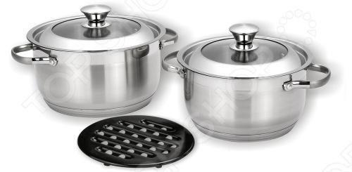 Набор кухонной посуды Vitesse AnikaНаборы посуды для готовки<br>Набор посуды Vitesse Anika сделан из нержавеющей стали 18 10.Состоит из двух кастрюль разного размера из нержавеющей стали, бакелитовой подставки и двух крышек из термостойкого стекла. Капсулированное дно с прослойкой из алюминия обеспечивает наилучшее распределение тепла. Ручки из нержавеющей стали надежно крепятся к основанию. Имеется шкала литража на внутренней стенке кастрюли. Набор пригоден для мытья в посудомоечной машине.   Нагрев: газовые конфорки, стеклокерамические конфорки, чугунные конфорки, галогеновые конфорки, а также индукционные конфорки.<br>