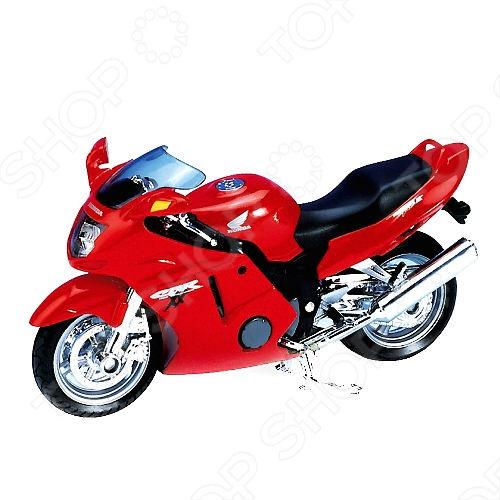 Товар продается в ассортименте. Цвет изделия при комплектации заказа зависит от наличия цветового ассортимента товара на складе. Модель мотоцикла 1:18 Welly Honda CBR1100XX представляет собой коллекционную модель, являющуюся точной копией настоящего мотоцикла. Большая достоверность и похожесть настоящего транспортного средства обеспечивается наличием всех деталей, которые есть в реальной жизни: зеркалами заднего вида, выхлопной трубой, фарами, подножкой для устойчивости. Она будет прекрасным подарком для вашего малыша, так как это не только игрушка, но и полезная вещь, во время игры с которой у ребенка развивается мелкая моторика рук, воображение и фантазия.