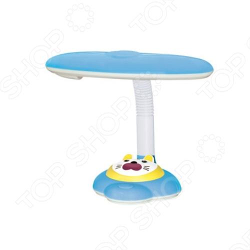 Лампа настольная СТАРТ Кошка выполнена в виде милой кошки и украсит письменный стол вашего ребенка. Люминесцентная лампа, которой оснащен светильник, отличается экономичностью и долговечностью. Лампа выполнена из высококачественного пластика и полностью безопасна для вашего ребенка.