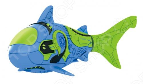Роборыбка тропическая RoboFish Акула станет замечательным подарком. Данная модель относится к инновационным высокотехнологичным игрушкам. Активируется игрушка в воде, имитирует движения и повадки рыбы. Электромагнитный мотор позволяет рыбке двигаться в 5 направлениях. При погружении в аквариум или другую емкость с водой, РобоРыбка начинает плавать, опускаясь ко дну и поднимаясь к поверхности воды. Игрушка работает от двух алкалиновых батареек А76 или RL44, которые входят в комплект две установлены в игрушку и 2 запасные .