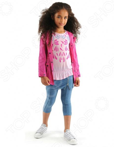 Куртка детская Appaman Lynnie Jacket для юной модницы. Модель с капюшоном и длинными рукавами прекрасно подойдет вашей малышке для ежедневных игр или прогулок на свежем воздухе. Снабжена молниевым замком, ветрозащитным клапаном и накладными карманами на кнопках. Изделие имеет водо- и ветронепроницаемая пропитку. Куртка практична и не деформируется после стирки. Материалом изготовления является 100 нейлон.