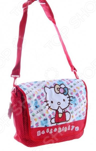 Сумка на плечо Hello Kitty Patchwork это отличная сумочка с изображением героев популярного мультфильма. С сумкой девочка сможет пойти на прогулку, в детский сад или в школу. Внутрь есть отделение на молнии, куда поместятся игрушки, карандаши и конечно же, бутылочка воды. Удобные ручки позволят носить сумочку на плече или на локте. Аксессуар декорирован вышивкой, подвеской на застежке и красивым принтом. Благодаря плотному материалу, сумочка прослужит ребенку долгое время.