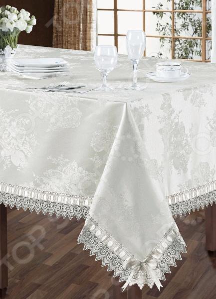 Скатерть с салфетками Softline 1009 это главный элемент классического оформления обеденного стола. Он преобразит атмосферу вашей комнаты, придав ей теплоту и уют. Создаст праздничное, приподнятое настроение, подчеркнув при этом гостеприимность хозяев. Благодаря удачно подобранным материалам изготовления и расцветке, комплект потрясающе приятный на ощупь и гармонично сочетается с посудой и аксессуарами любой фактуры и цвета. В качестве сырья для изготовления этого изделия использованы нити ацетатного шелка. Ацетатный шелк это полусинтетический материал, более дешевый, чем натуральный шелк, но сохранивший его основные преимущества: приятную гладкость, роскошный блеск, устойчивость к сминаемости и долговечность. Как и натуральный шелк, ацетатная ткань привередлива к стирке температура не выше 30 С , но быстро высыхает и не требует глажки. Вещи из ацетатного шелка отличаются богатством и необычностью расцветок. Благодаря жаккардовому плетению изделие выглядит роскошно. Жаккард это плотная рельефная ткань со сложным рисунком. Жаккард нелегко изготовить: он делается на специальном станке и в основе может содержать более 24 нитей. Основой жаккарда могут быть как натуральные, так и синтетические и смесовые ткани. Неизменно одно роскошь и красота жаккардового плетения, которое используется только для элитных вещей. Будьте уверены, что жаккардовая ткань стоит своих денег ее прочность, долговечность и изысканность тому подтверждение.