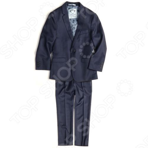 Костюм классический для малышей Appaman Suit Set. Цвет: синийКостюмы. Комплекты<br>Классический костюм для малышей Appaman Suit Set это комплект для юного джентльмена. Великолепный костюм в английском стиле отличается изящным пошивом и прекрасным качеством ткани. Костюм состоит из пиджака и брюк. Брюки имеют эластичный пояс со шлевками и застежку с молнией и пуговицей. Благодаря внутренней резинке ширина талии легко регулируется. Пиджак пошит так же тщательно, как взрослые модели: есть застежка на пуговицах и декоративные пуговички на рукавах, нагрудный кармашек и боковые карманы, вытачки и подкладка из 100 полиэстера . Костюм для малышей Appaman Suit Set необходимый элемент гардероба для особых случаев. Он поможет с самых ранних лет развить у ребенка вкус в одежде и чувство стиля. Состав: 70 полиэстер, 30 вискоза. Подкладка: 100 полиэстер. Американский бренд Appaman основан в 2003 году дизайнером Харальдом Хузуме. Он создает уникальные наряды в стиле AMERIPOP. Хузум находит вдохновение на улицах Бруклина, работая над многообразной палитрой ярких одежд. Воплощая свои творческие проекты, дизайнер не забывает об удобстве и качестве детских вещей. Вы считаете, что наряд Вашего ребенка должен быть не только удобным, но также стильным и индивидуальным Тогда бренд Appaman для Вас!<br>