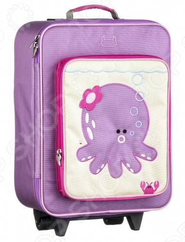 Модный детский чемодан Beatrix New York с оригинальной вышитой аппликацией. Прекрасный выбор для маленьких путешественников. Изготовленный из высокопрочного и ультра-лёгкого баллистического нейлона, натянутого на крепкий каркас. Этот чемодан на колёсах имеет телескопическую регулируемую ручку можно регулировать в зависимости от роста ребенка , что очень удобно для малышей и детей повзрослее. Снаружи и внутри чемодана имеются вместительные карманы на молнии. Экологичен: в составе материалов не содержится свинца, фталатов и ПВХ. Поэтому можно не опасаться за здоровье вашего малыша! Детский чемодан Beatrix New York научит ребенка быть более организованным и аккуратно складывать вещи. Позволит ребенку проявить свою самостоятельность!