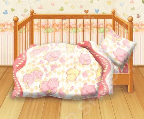 Комплект постельного белья Кошки-Мышки Спокойной ночи это незаменимый элемент детской спальни. Чтобы вы были спокойны, сон вашего ребенка комфортным, а пробуждение приятным, мы предлагаем вам этот комплект постельного белья. Приятный цвет и высокое качество комплекта гарантирует, что атмосфера спальни наполнится теплотой и уютом, а ваш малыш испытает множество сладких мгновений спокойного сна. В качестве сырья для изготовления этого изделия использованы нити хлопка. Натуральное хлопковое волокно известно своей прочностью и легкостью в уходе. Волокна хлопка состоят из целлюлозы, которая отлично впитывает влагу. Хлопок дышит и согревает лучше, чем шелк и лен. Поэтому одежда из хлопка гарантирует владельцу непревзойденный комфорт, а постельное белье приятно на ощупь и способствует здоровому сну. Не забудем, что хлопок несъедобен для моли и не деформируется при стирке. За эти прекрасные качества он пользуется заслуженной популярностью у покупателей всего мира. Комплект постельного белья Кошки-Мышки Спокойной ночи выполнен из ткани бязь. Бязь это одна из самых популярных тканей. Постоянному спросу на такую ткань способствует то, что на протяжении многих лет она остаётся незаменимой в производстве постельного белья, медицинской одежды, мужских сорочек и даже детских пеленок. Это объясняется уникальными свойствами такой ткани: она неприхотлива и долговечна. Постельное белье торговой марки Кошки-мышки позволит даже самому взыскательному покупателю найти продукт по душе и разнообразить интерьер детской комнаты.