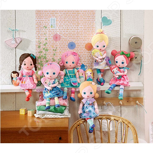 Мини-кукла Zapf Creation Mooshka. В ассортиментеКуклы<br>Товар продается в ассортименте. Вид изделия при комплектации заказа зависит от наличия товарного ассортимента на складе. Мини-кукла Zapf Creation Mooshka интересные и оригинальные куколки станут отличным подарком для девочки. В серии представлены 6 ярких и красочных моделей. У каждой из них оригинальный цвет волос, прическа и украшение в волосах, а так же красочный и неповторимый наряд. Куклы изготовлены из экологически чистых материалов мягких и приятных на ощупь. На ладошках у куколок на шиты липучки благодаря чему они могут складывать ручки или держать друг друга за руки. Малышке обязательно понравиться не только играть с куколкой днем, но, так же брать ее с собой на ночь в кроватку.<br>
