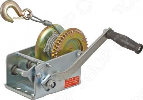 Лебедка автомобильная FIT тросовая шестиренчатая, 1000 кг предназначена для горизонтального перемещения грузов. Она оснащена удобным крюком для крепления груза и ручкой для отмотки троса. К особенностям можно отнести - 9,5 метровый трос, диаметр - 5,0 мм, а также стальной корпус. Используется при такелажных погрузочно-разгрузочных работах.
