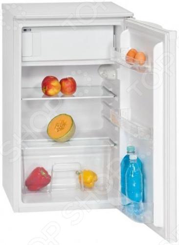 Холодильник Bomann KS 163.1 с плавной регулировкой температуры в диапазоне от 0 до 8 C. Размораживание холодильное отделение : автоматическое. Размораживание морозильное отделение : ручное. Перенавешиваемая дверца. Регулируемые ножки. 2 полки из стекла. 3 ячейки на двери. 1 ящик для овощей. Подставка для яиц. Лоток для льда.