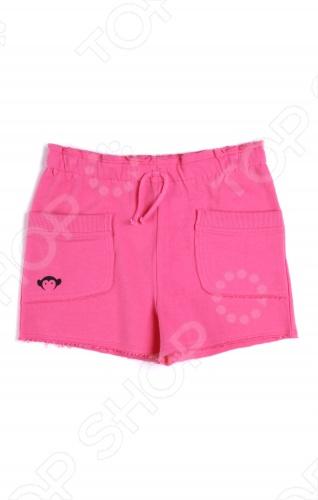 Шорты Appaman SoftieШорты и капри для девочек<br>Appaman - основан в 2003 году дизайнером Харальдом Хузуме. Appaman имеет уникальный взгляд на скандинавский стиль AMERIPOP. Хузум находит вдохновение на улицах Бруклина и переводит его в свою постоянно меняющуюся палитру ярких одежд. Appaman, воплощая свои яркие творческие проекты, не забывает об удобстве и качестве для маленьких и главных людей. Вы считаете, что детская одежда должна быть не только удобной, но также стильной и индивидуальной Тогда бренд Appaman USA для Вас! Шорты Appaman Softie. Невероятно нежные спортивные шорты для девочки на резинке и кулиской с завязками. Модель впереди имеет 2 накладных кармана с фирменным логотипом. Удобная одежда на летний день для вашей модницы! Состав: 100 хлопок.<br>