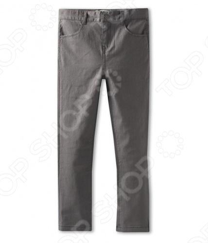 Appaman - основан в 2003 году дизайнером Харальдом Хузуме. Appaman имеет уникальный взгляд на скандинавский стиль AMERIPOP. Хузум находит вдохновение на улицах Бруклина и переводит его в свою постоянно меняющуюся палитру ярких одежд. Appaman, воплощая свои яркие творческие проекты, не забывает об удобстве и качестве для маленьких и главных людей. Вы считаете, что детская одежда должна быть не только удобной, но также стильной и индивидуальной Тогда бренд Appaman USA для Вас! Брюки для мальчиков Appaman Skinny Twill - стильные брюки приятной однотонной расцветки прямого кроя, оформлены шлевками для ремня. Спереди модель застегивается на кнопку и молнию. Модель оформлена удобными карманами по бокам и сзади накладными карманами. Состав: 98 хлопок, 2 спандекс.