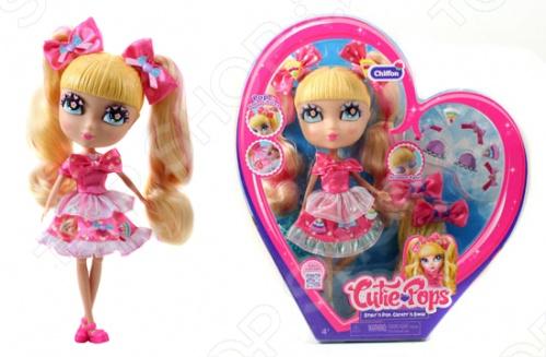 Кукла с аксессуарами Cutie Pops Шифон в розовом станет замечательным подарком для вашего малыша. Стильные куколки-сладкоежки, использующие любимые сладости в качестве украшений. Огромные возможности для создания и смены образов: сменные пряди-хвостики, глазки со сказочным макияжем и ресничками в виде сердечек. Одежда со съемными деталями. Все аксессуары пристегиваются с помощью кнопок, которые очень легко прикреплять и снимать. Рост куклы - 26 см, семь подвижных шарнирных соединений - голова, плечи, бедра и колени. В наборе: 1 кукла в нарядном платье и колготках, 1 пара обуви на кукле , 2 съемных хвостика на кукле , 2 дополнительных съемных хвостика, 1 набор бантиков, 1 пара открытых глаз на кукле , 1 дополнительная пара закрытых глаз, 10 украшений-кнопочек в виде сладостей для платья и прически 6 на кукле, 4 дополнительных .