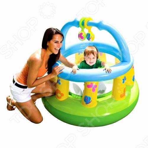 Манеж надувной игровой с погремушкой Intex 48474 - для деток от 0-2 лет. Очень прочный манеж в комплекте с подвесными надувными игрушками-погремушками для самых маленьких. Манеж - настоящий надувной гимнастический зал для детей с мягким полом. Отделан мягкими бортами, что обеспечивает максимальную безопасность Вашему малышу. Насос необходимо приобретать отдельно.