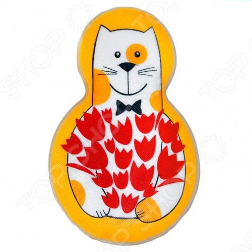 Грелка солевая Дельта-Терм Котофей отличное физиотерапевтическое средство от простуды и насморка, а также замечательный подарок. Предназначена для прогревания уязвимых и труднодоступных участков тела коленных, локтевых, плечевых зон при радикулите, остеохондрозе, артрите суставов, миозите, ишиасе. Грелка наполнена раствором соли - ацетатом натрия и палочкой-пускателем. Достаточно чуть-чуть перегнуть палочку-пускатель, как начинается кристаллизация соли с выделением огромного количества тепла. Кроме того, грелку можно использовать как компресс. Для этого поместите аппликатор в жидком состоянии в холодильную не морозильную камеру на 20 минут. При достижении им температуры 4-6 C его можно использовать для профилактики и коррекции мигрени, ушибов, растяжений, носовых кровотечений, укусов насекомых, для сохранения свежести продуктов в дороге. Для восстановления, оберните грелку тканевой салфеткой и кипятите 10-15 минут. Когда кристаллы исчезнут, грелка снова готова к применению.