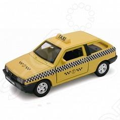 Модель машины 1:34-39 Welly «Lada 2108. Такси»Модели авто<br>Модель машины 1:34-39 Welly Lada 2108. Такси это коллекционная модель, которая является копией настоящего автомобиля. Она изготовлена из металла с элементами пластика. У машинки открываются двери, двигаются колеса. Машинка является отличным подарком не только ребенку, но и коллекционеру. Однако, во время игры с такой машинкой у ребенка развивается мелкая моторика рук, фантазия и воображение.<br>