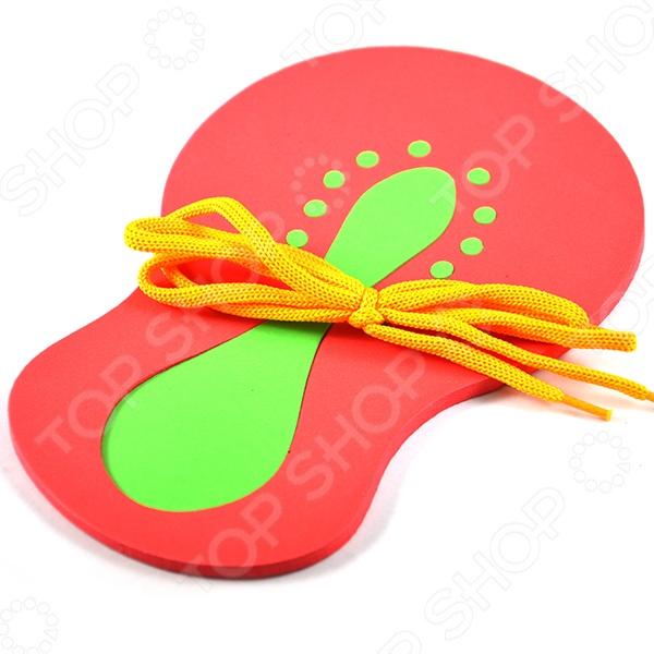 Конструктор Шнуровка Фантазер Ботинок оригинальная игрушка, состоящая из основы, ярких деталей и шнурков. Направлен на развитие моторики, а также понятия формы и цвета у детей. Игрушку необходимо не просто собрать, а прошнуровать. Это позволяет обучить малыша в развлекательной форме навыкам шнуровки. Основа и элементы изготовлены из мягкого полимера.