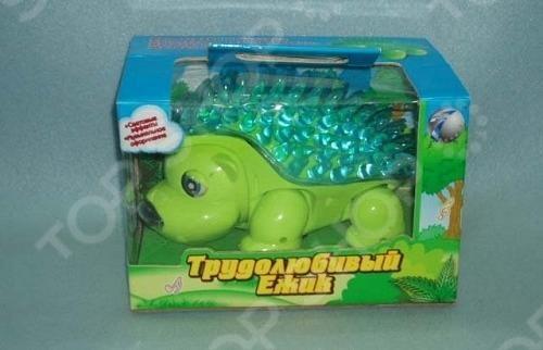 Игрушка музыкальная Tongde Трудолюбивый ежик отличный подарок, способный развлечь малыша. Эта игрушка проигрывает мелодию, двигается и качает головой. Все это сопровождается световыми эффектами. Яркий и привлекательный дизайн. Работает от 4 батареек типа AA не входят в комплект поставки .
