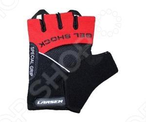 Перчатки велосипедные Larsen 01-1044 оснащёны гелиевыми вставками, что обеспечивает поразительный комфорт при велопоездках. При их использовании руки не так быстро устают за счёт того, что часть вибраций и ударов с руля не передаётся на руки, а гасится перчатками.
