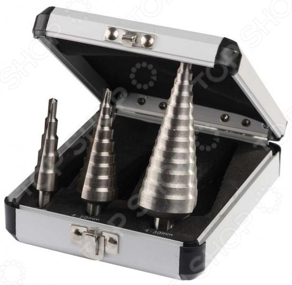 Набор сверл по металлу ступенчатых Зубр «Эксперт»Наборы сверл<br>Набор сверл по металлу ступенчатых Зубр Эксперт состоит 3 штук. С их помощью вы сможете легко и быстро просверлить отверстия необходимого диаметра листовой стали и цветных металлах. Ступенчатые сверла идеальны для работы по тонколистовым материалам, т.к. не приводят к их деформации. Для производства насадок была использована HSS-сталь марки P6M5. Крестообразная подточка с углом при вершине в 135 создает эффект самоцентрирования, что ускоряет процесс работы. В комплекте поставляются сверла: 4-12 мм 5 ступеней , 4-20 мм 9 ступеней , 4-30 мм 14 ступеней .<br>