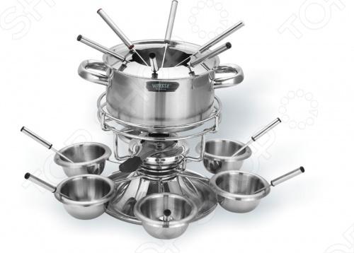 Набор для фондю Vitesse Evelia рассчитан на 6 персон и выполнен из нержавеющей стали. В набор входят: кастрюля для фондю с ручками, подставка для кастрюли, подставка с выемками для мисок, горелка, шесть вилок, шесть ложек, шесть мисок. Кастрюля, наполненная продуктами, будет постепенно нагреваться от горелки, и продукты будут растапливаться. Заслонка на горелку позволяет регулировать интенсивность пламени. Для удобства в обращении на кастрюлю надевается крышка с выемками для вилок. Кастрюля с подставкой крепится к оригинальной подставке с помощью крепежных элементов. На этой подставке имеются выемки для мисок.