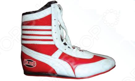 Боксерки Jabb JE-3204 - это отличный образец спортивной обуви, которая будет по достоинству оценена тренирующимися спортсменами за своё удобство и долговечность, которые обеспечиваются шнурками для фиксации, полиуретановым верхом и подошвой из износостойкой резины.