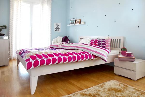 Стильный комплект постельного белья Dormeo Variety оживит Вашу спальню яркими цветами! Он изготовлен из натурального высококачественного 100 хлопка с шелковистой поверхностью. Хлопок дышащий материал, приятный на ощупь. Он отлично впитывает влагу, поэтому Ваша кожа будет чувствовать свежесть на протяжении всей ночи. Комплект Dormeo Variety создан для тех, кто ценит качество и красоту. С одной стороны на пододеяльник нанесен рисунок из ярких полосок, а с другой геометрические узоры. Поэтому Вы можете застилать постель по-разному, создавая свой собственный дизайн в спальне! Мы рекомендуем комплект постельного белья Dormeoy Variety:  Тем, кто выбирает мягкое и шелковистое постельное белье.  Тем, кто любит яркие цвета.  Тем, кто предпочитает натуральные материалы.  Тем, кто хочет сделать свою спальню красочней!