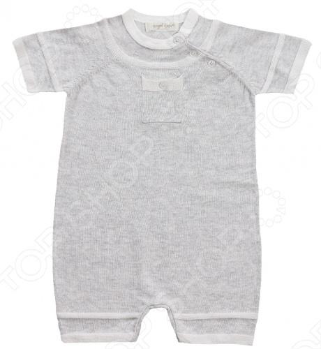 Angel Dear, создает классическую одежду для новорожденных и детей младшего возраста от 0 до 4 лет . При создании учитываются самые современные тенденции в мире моды, и особое внимание уделяется деталям. Каждая коллекция имеет свой неповторимый стиль, который дополняется различными милыми аксессуарами, чтобы сохранить ощущения столь сладостного периода детства. Комфорт ребенка - основополагающий принцип в создании коллекций каждого сезона. Линии одежды Angel Dear вы можете увидеть в лучших бутиках и магазинах по всей территории США. Песочник Angel Dear Classics. Замечательный песочник машинной вязки из 100 хлопковой пряжи серого цвета отлично подойдет вашему ребенку. Вырез и рукава отделаны небольшим кантом, на груди маленький кармашек. Модель имеет короткий рукав, застежку по косой линии на пуговицы и на 3 кнопки по шаговому шву. Состав: 100 облегченный вязаный хлопок.