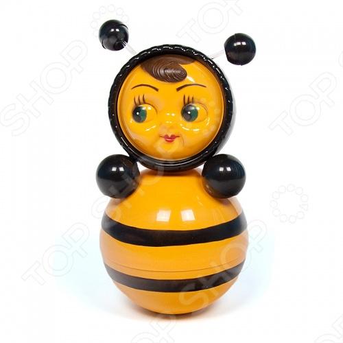 Неваляшка Расти малыш Пчелка - одна из самых старых и интересных детских игрушек, представлена в современном дизайне. Кроха с удовольствием будет мерится силами с забавной игрушкой, стараясь повалить её на пол. Яркая раскраска очень нравится детям, а приятный перезвон подзадоривает малышей ещё больше. В процессе игры ребёнок совершенствует моторику рук, развивает цветовое восприятие и слух, в нём пробуждается интерес к окружающему миру. Неваляшка изготовлена из прочных, безопасных материалов. Поставляется в индивидуальной красочной упаковке.