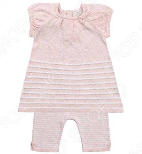 Angel Dear, создает классическую одежду для новорожденных и детей младшего возраста от 0 до 4 лет . При создании учитываются самые современные тенденции в мире моды, и особое внимание уделяется деталям. Каждая коллекция имеет свой неповторимый стиль, который дополняется различными милыми аксессуарами, чтобы сохранить ощущения столь сладостного периода детства. Комфорт ребенка - основополагающий принцип в создании коллекций каждого сезона. Линии одежды Angel Dear вы можете увидеть в лучших бутиках и магазинах по всей территории США. Туника с капри Angel Dear Classics. Замечательный комплект в полоску из 100 хлопковой пряжи , состоящий из туники и капри. Туника с короткими рукавами с округлым вырезом горловины, сзади застежка на пуговицы. Леггинсы с облегающей формой брючин выполнены на эластичной резинке, по бокам разрезы. Прекрасный вариант для повседневной носки. Состав: 100 облегченный вязаный хлопок.