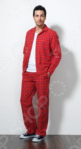 Пижама BlackSpade 7117 красного цвета - это комплект из легкой и комфортной спальной одежды из мягких и натуральных тканей, которая не сковывает движения и не создает лишнее раздражение. Специальная обработка материала, позволяет ткани не мяться после стирки и во время сна.