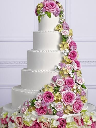 Свадебное торжество это мечта, которая вот-вот станет реальностью для влюбленных и любящих, для тех, кто сделал самый главный выбор в своей жизни. Каким станет ваш идеальный праздник, во многом зависит того, как он будет организован. Чтобы предсвадебные хлопоты приносили только радость, а сама свадьба стала образцом элегантности, стиля, роскоши и при этом в полном мере оправдала все ожидания, предлагаем вам в помощь уникальную, не имеющую аналогов в России книгу, подготовленную нами совместно с популярным журналом WEDDING . От ведущих мировых экспертов свадебной индустрии вы узнаете о традициях и последних модных тенденциях, о том, как создать неповторимые образы невесты и жениха, где и когда лучше проводить торжество, как приглашать гостей, как составить меню, какая музыка подчеркнет романтичную атмосферу праздника, как правильно принимать подарки, как заказать транспорт и составить меню свадебного банкета, как выбрать правильный торт и куда поехать в романтическое путешествие Здесь не упущено ни одного нюанса, благодаря чему вы с легкостью сможете организовать свою идеальную свадьбу, не выходя при этом за рамки запланированного бюджета.