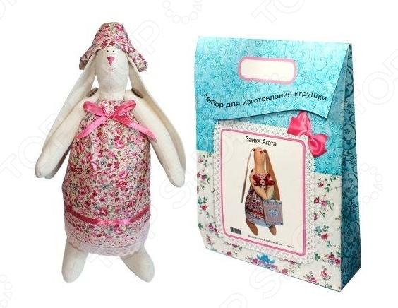 Подарочный набор для изготовления текстильной игрушки Кустарь «Зайка Зоя»Изготовление кукол<br>Подарочный набор для изготовления текстильной игрушки Кустарь Зайка Зоя это возможность своими руками сделать игрушечного друга. Очаровательная кукла Зайка Зоя 29 см , изготовленная в стиле Tilda, одинаково понравится детям и взрослым. Она может стать прекрасным подарком близкому человеку, а может поселиться в вашей комнате. Игрушку очень просто изготовить, следуя подробной инструкции, приложенной к набору. Для прорисовки лица игрушки вы можете использовать акриловые краски или растворимый кофе, а для тонирования клей ПВА. В набор входят: 1.Ткань для тела 100 хлопок , ткань для одежды 100 хлопок , суперпух для набивки. 2.Декоративные элементы, пуговицы, нитки для волос, ленточки, кружево, украшения. 3.Инструмент для набивания игрушки, выкройка, инструкция.<br>