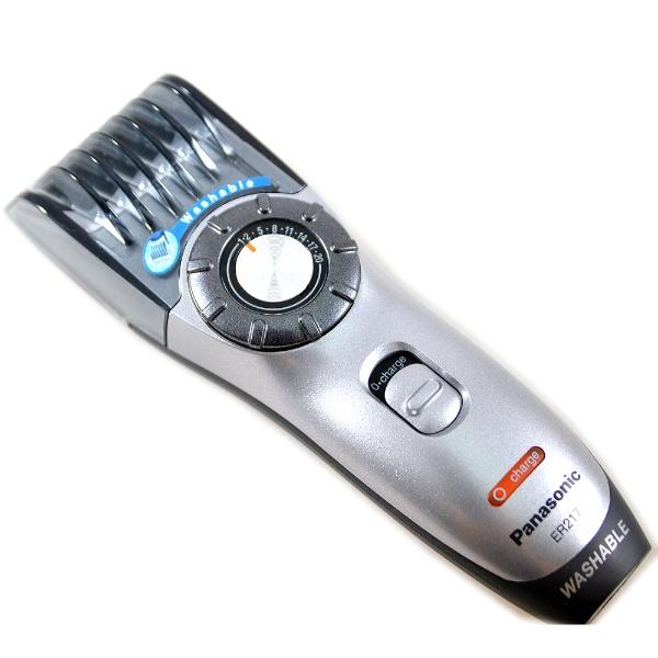 Триммер Panasonic ER217S520Триммеры<br>Триммер Panasonic ER217S520 обеспечивает 14 уровней стрижки - от 1 до 20 мм с помощью поворотного переключателя высоты. Результат будет безупречным, благодаря заточке лезвий по двум краям. Длину волос можно также регулировать с помощью расчески. Вторая насадка, входящая в комплект, служит для филировки: с помощью особых лезвий можно придать бороде или стрижке аккуратный, гладкий вид. Panasonic ER217S520 не боится воды, ее можно промывать, предварительно убрав лишние волосы с лезвий с помощью специального рычажка. В комплект поставки так же входит футляр для хранения, расческа, масло для ухода за деталями триммера и щеточка для чистки лезвий.<br>