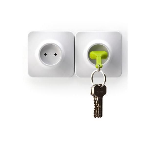 фото Брелок и держатель для ключа Qualy Unplug. Цвет: зеленый
