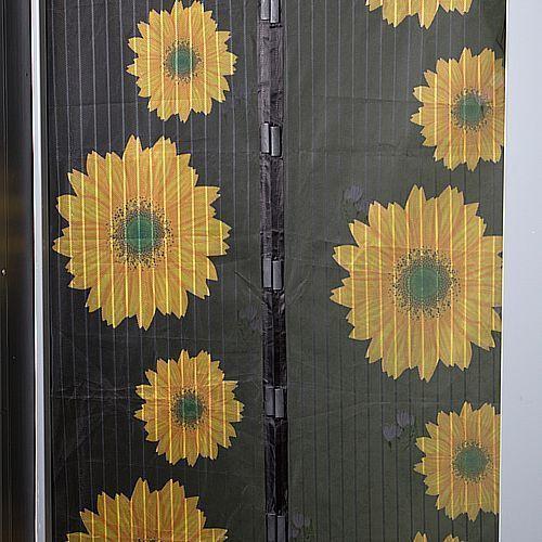 фото Шторы магнитные на дверь Magic Mesh Подсолнухи