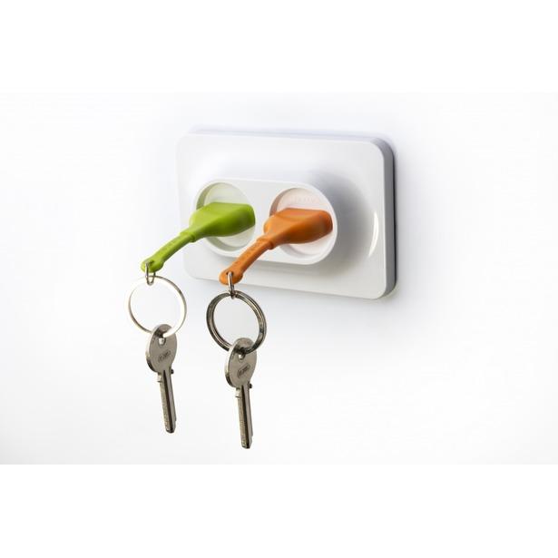 фото Двойной брелок и держатель для ключа Qualy Unplug. Цвет: оранжевый