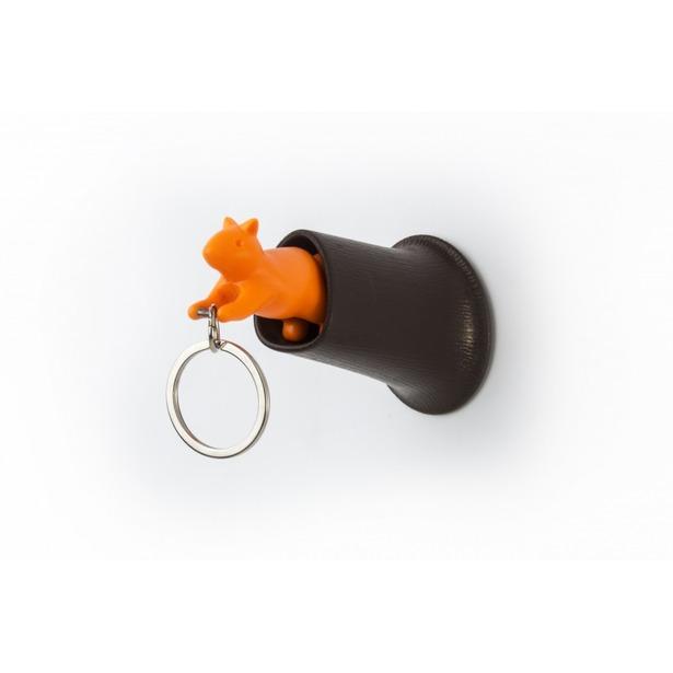 фото Брелок и держатель для ключа Qualy Squirrel. Цвет: коричневый, оранжевый