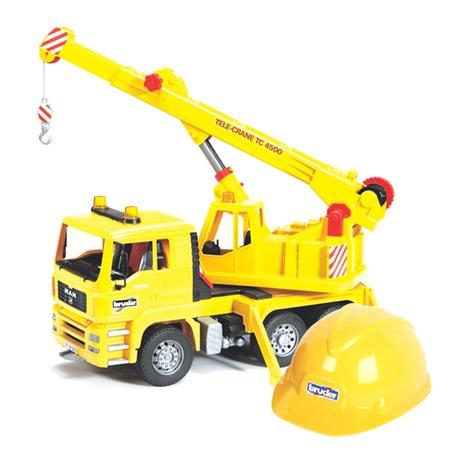Купить Набор: модель автокрана MAN 1:16 и каска Bruder «01-973»