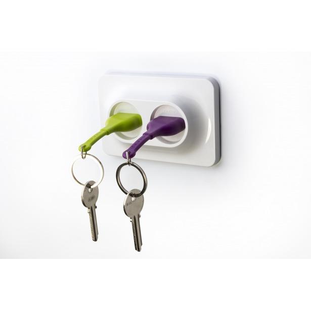 фото Двойной брелок и держатель для ключа Qualy Unplug. Цвет: фиолетовый