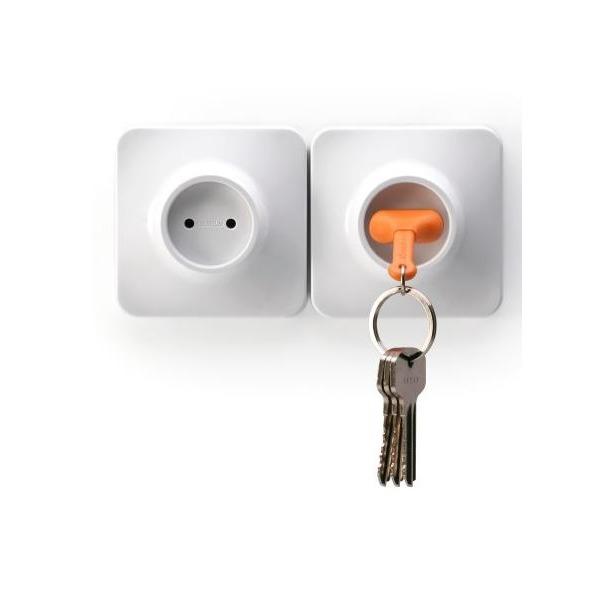 фото Брелок и держатель для ключа Qualy Unplug. Цвет: оранжевый